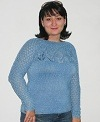 голубой пуловер с ажурной кокеткой