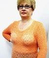 светло-оранжевый пуловер